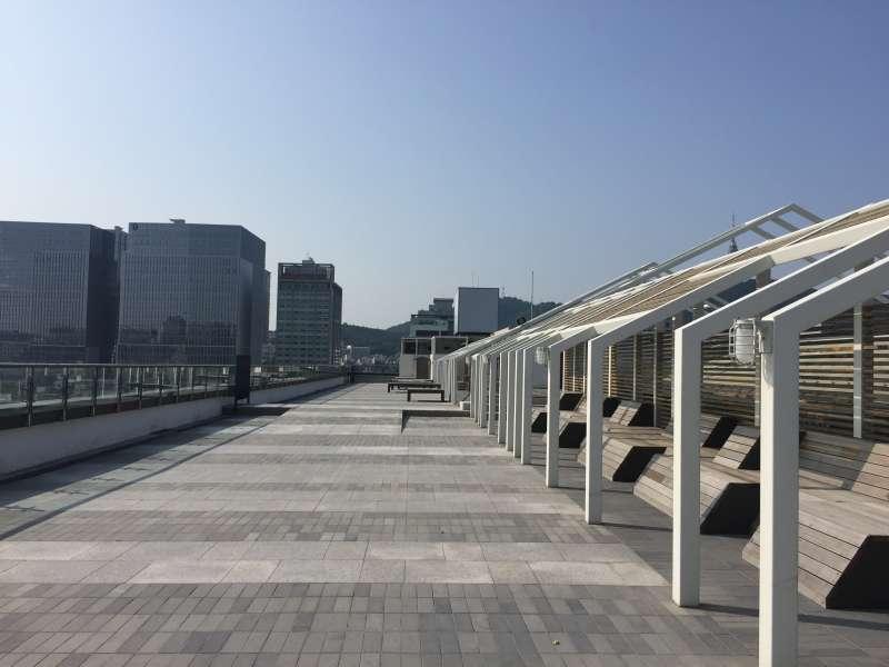 再次世運商家屋頂的觀景台,能360度欣賞首爾市景。(鍾巧庭攝)