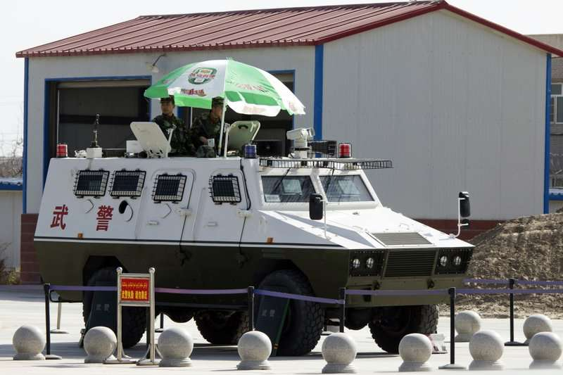 新疆維吾爾人遭中國以高科技和軍隊長期監控。(美聯社)