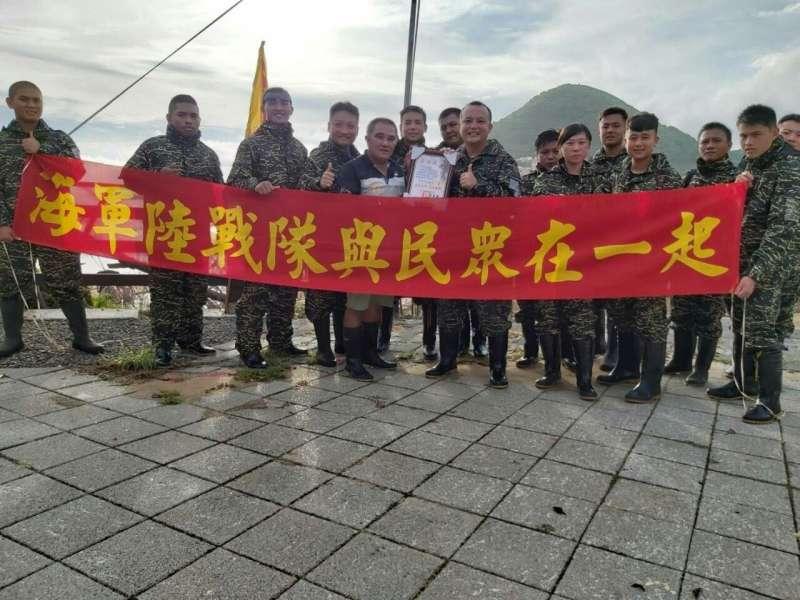 20190903-海軍各單位著軍服在各地投入公益活動。(海軍司令部提供)
