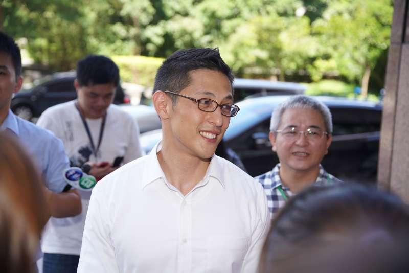 20190903-立委擬參選人吳怡農接受媒體聯訪。(盧逸峰攝)