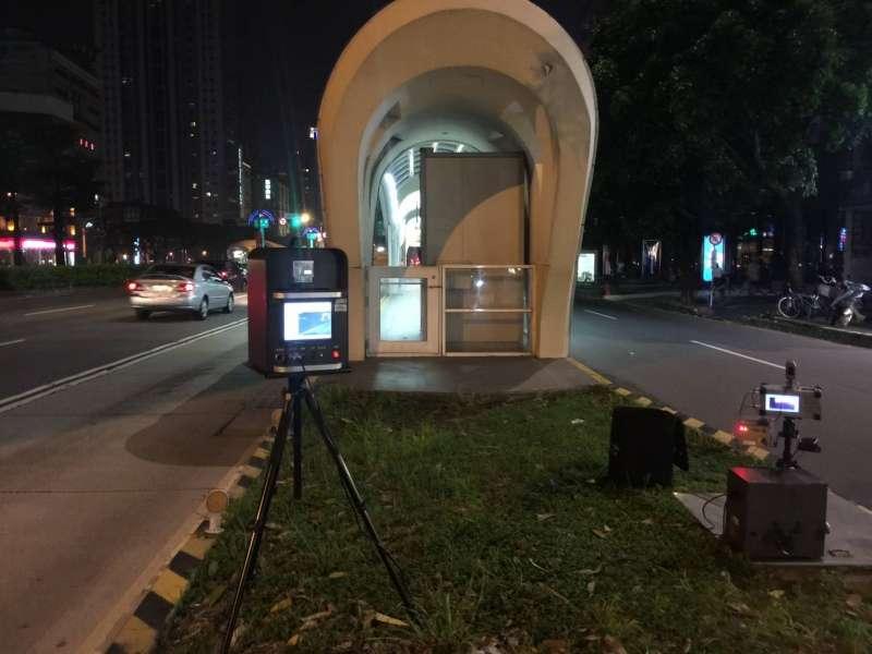 全臺首創「移動數位式雷達測速照相結合噪音偵測器設備」。(圖/台中市政府警察局交通警察大隊提供)
