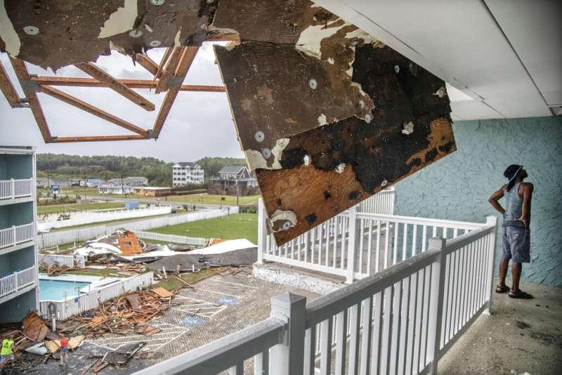 多利安的強勁風勢對當地屋舍造成重大破壞。(美聯社)