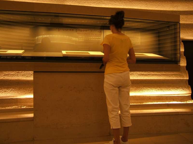 藏於以色列博物館的《死海古卷》(Wikipedia/Public Domain)