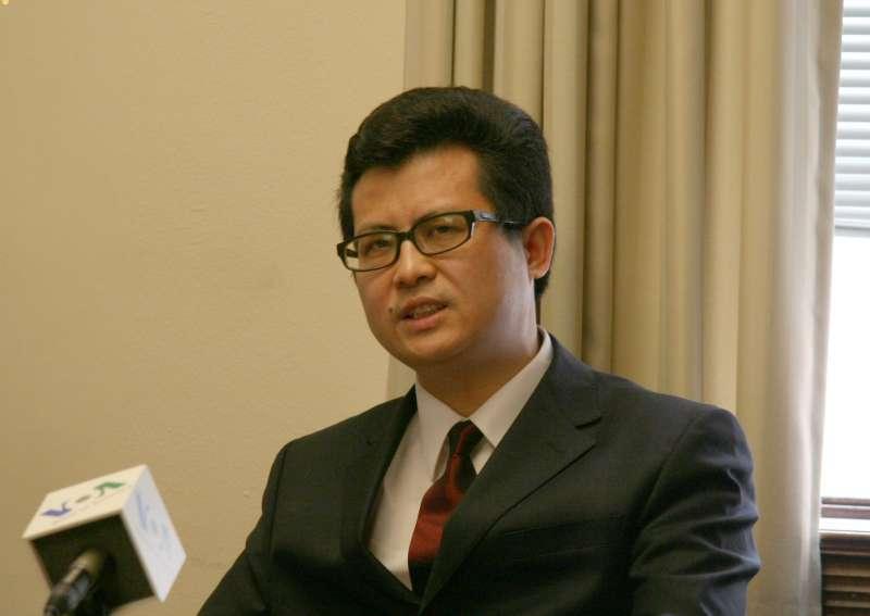 楊茂東,網名郭飛雄(或郭飛熊),中國知名維權人士、獨立作家,2006至2011年曾入獄五年。2013年8月8日被以涉嫌「聚眾擾亂公共場所秩序」罪刑拘,至2019年8月7日早上由廣東英德監獄刑滿釋放。(取自維基百科)