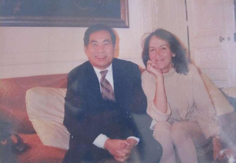 謝聰敏與拉法葉案重要關係人鐘古夫人。(陳婉真臉書)