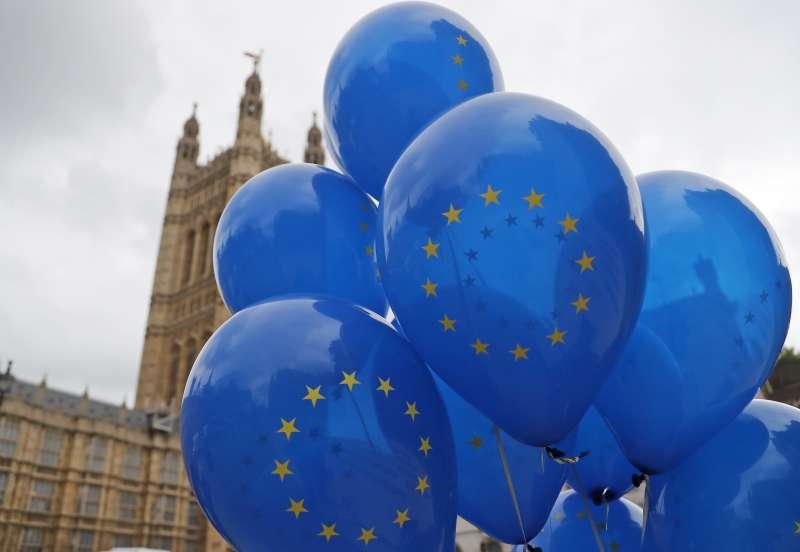 英國首相強森將參加歐盟峰會,他說他會尋求新的脫歐協議,但不會要求延後。(AP)