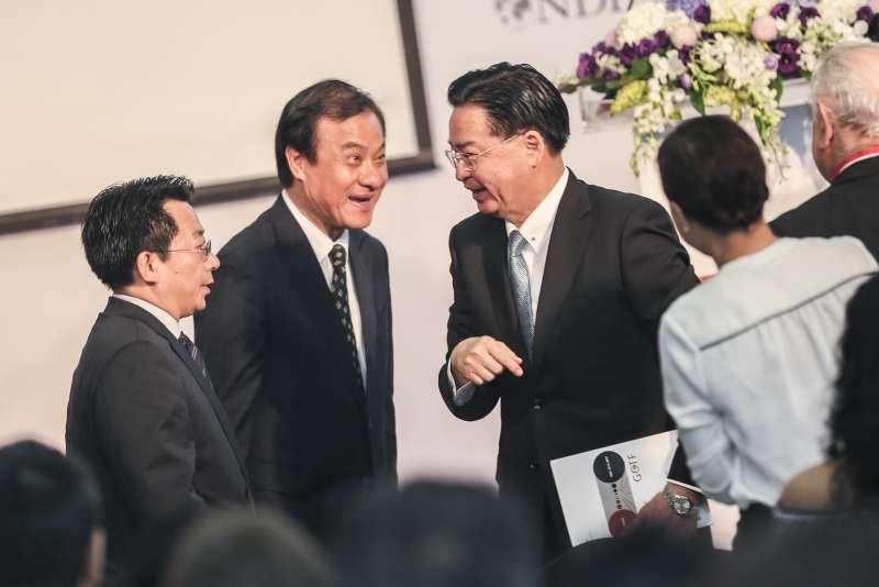 20190910-立法院長蘇嘉全(左)與外交部長吳釗燮(右)10日出席GCTF第2次媒體識讀國際工作坊開幕活動。(簡必丞攝)