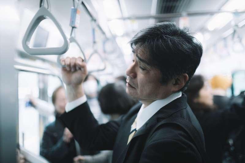 在日本工作壓力大、工時長,讓很多外國人不太能接受。(圖/pakutaso)