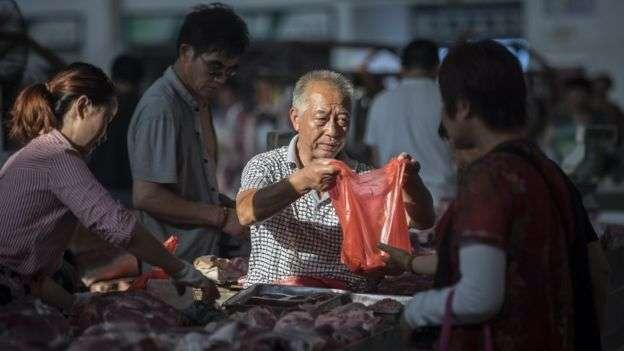 非洲豬瘟導致中國豬肉價格暴漲,而豬肉在中國人肉食結構的佔比超過六成。