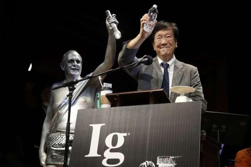 第29屆搞笑諾貝爾獎,「化學獎」頒給一個日本團隊,他們測量一般5歲孩童每天製造的唾液量。(AP)