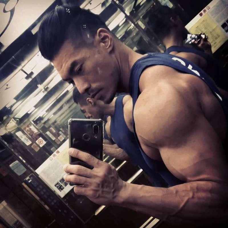 年僅37歲的健身、體適能教練「筋肉爸爸」,日前因中風一度生命垂危(圖片來源:筋肉爸爸JZ臉書)