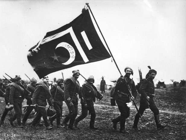 巴爾幹戰爭期間,奧斯曼軍隊執星月軍旗。(作者提供,取自法國國家圖書館)