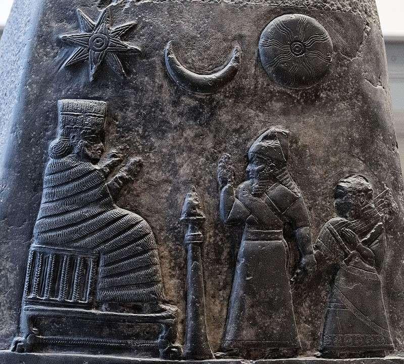 星-月-日三合一的符碼,象徵伊南娜、辛與烏圖。(作者提供,取自維基百科)