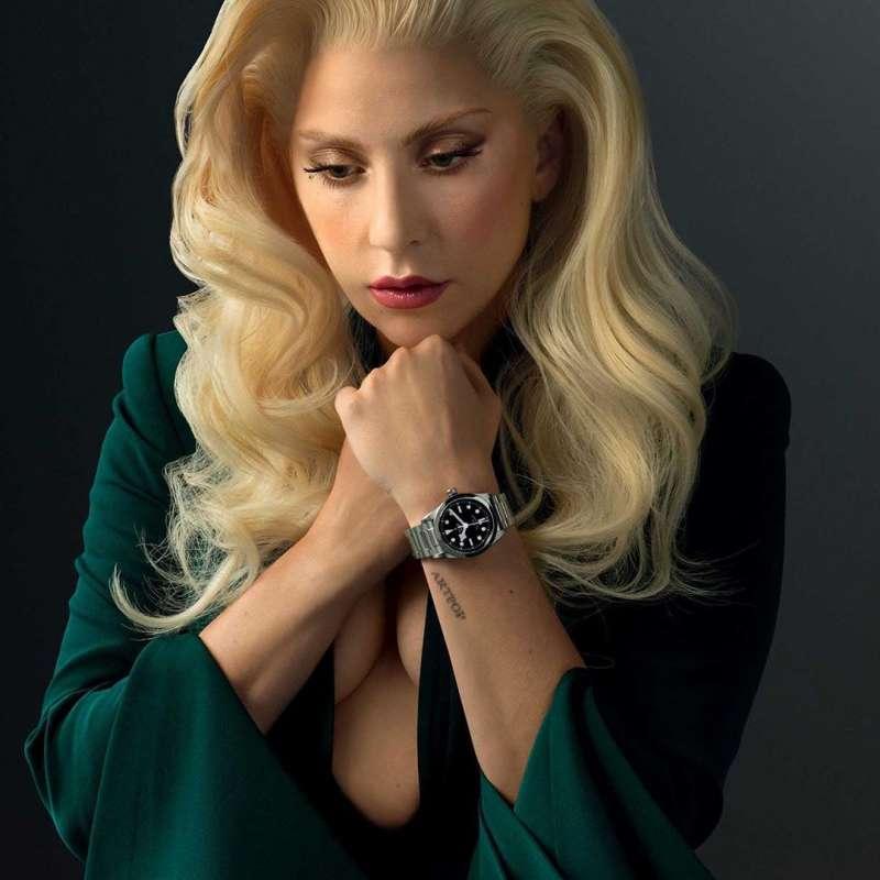 Lady Gaga手上的錶款即是帝舵近年來最主力推廣的潛水錶款Black Bay。(圖/取自Lady Gaga IG)