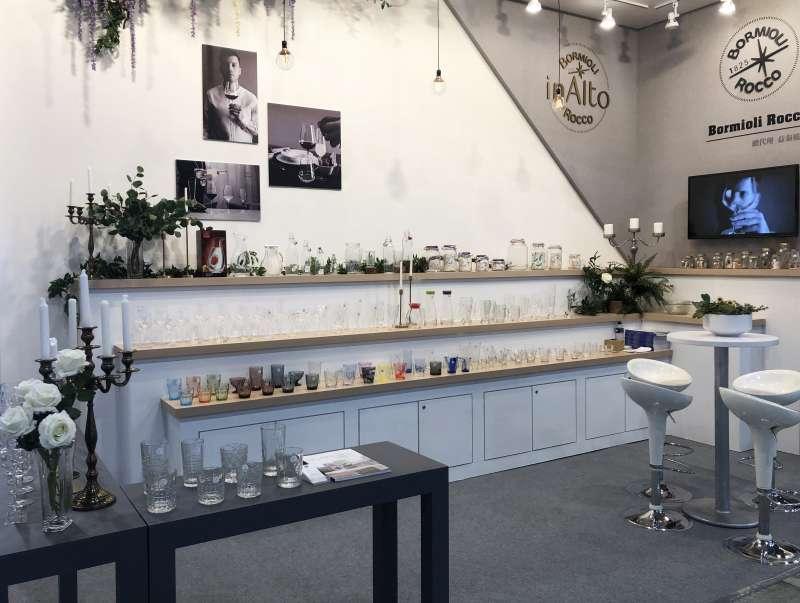 益泰玻璃參與「台灣國際飯店暨餐飲設備用品展」,打造質感櫃位展示代理品牌(圖/益泰玻璃 提供)