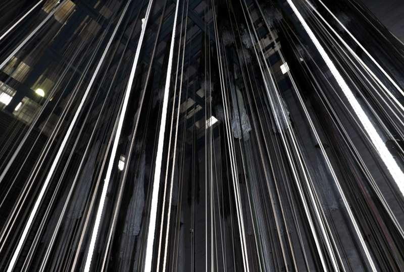 「烘傘房」高29公尺,可同時吊掛380頂傘具,過程保持在50度左右,全部烘乾需4至6小時,也被列為文化資產保存。(蘇仲泓攝).jpg