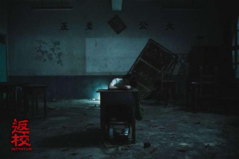 《返校》王淨飾演方芮欣預告開場就在教室熟睡(圖/影一製作提供)