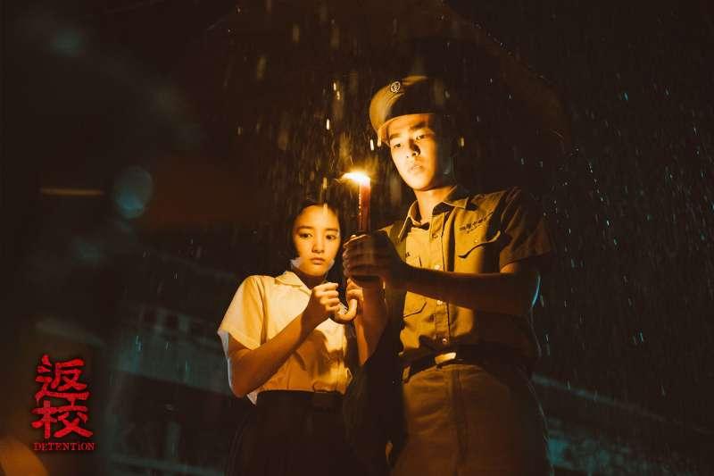 《返校》王淨飾演方芮欣和曾敬驊飾演魏仲廷在驚悚校園一步步打開回憶(圖/影一製作提供)