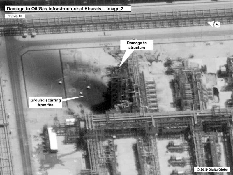 美國政府公布沙烏地石油設施遭攻擊後的衛星照,並稱這可以證明伊朗才是真正的發動攻擊者。(美聯社)