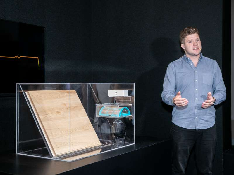Dyson 投資 100萬英鎊設立實驗室,研發 Cryptomic 分解甲醛的持續性能。 圖為 Dyson 環定管控高級設計工程師 Ben Lowson (圖/Dyson)