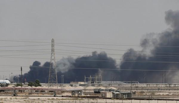 沙烏地石油設施遇襲,國際油價上漲。(圖片來源:路透社)