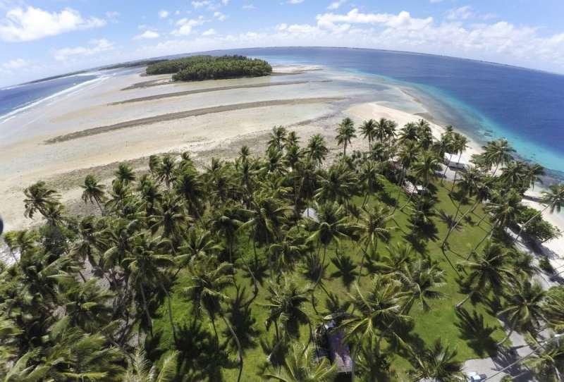 氣候變遷問題嚴峻,島嶼國家首當其衝,圖為太平洋島國馬紹爾群島。(AP)