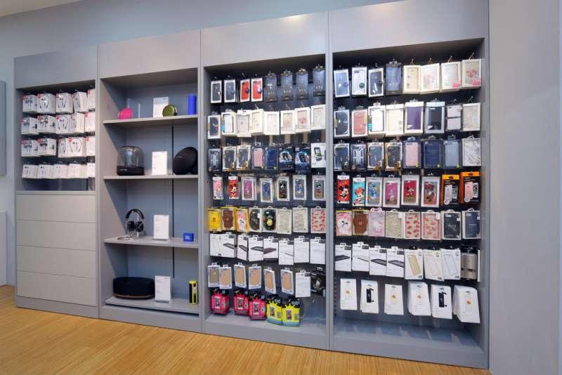 蘋果經銷商的副廠周邊配件較為多元(圖/德誼數位提供)