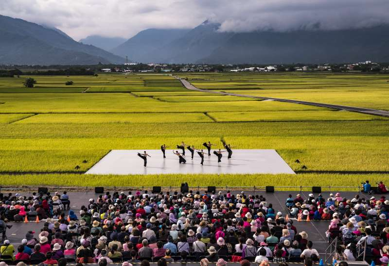 20190920-雲門在池上演出「松煙」。(雲門舞集提供)