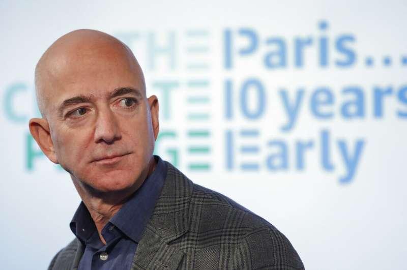 全球首富、電商巨頭亞馬遜執行長貝佐斯19日宣布「氣候承諾」,計畫在2040年前達成該企業的「碳中和」目標。(AP)
