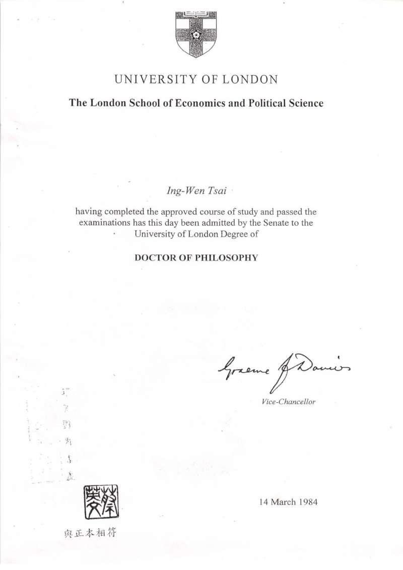 總統蔡英文2010年參選新北市長時,繳交的LSE畢業證書影印本。(管碧玲辦公室提供)