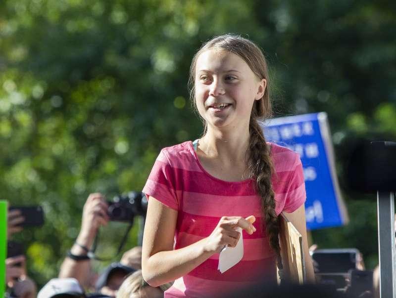 桑伯格發起「星期五拚未來」罷課活動,帶動全球關心氣候變遷的青年走上街頭要掌權者作出行動。(美聯社)