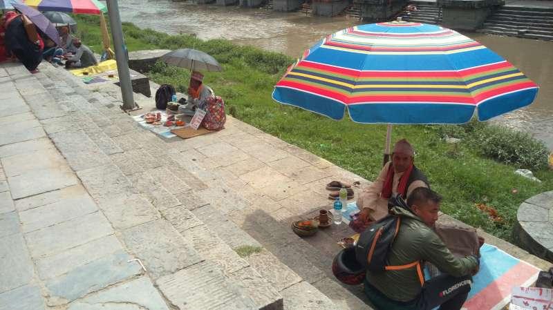 帕蘇帕提那神廟的算命攤。(圖/謝幸吟)
