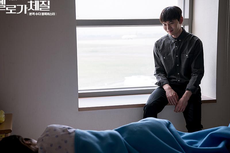 已逝的男友出現在床邊,囑咐要好好活著,這一幕讓無數網友淚崩。(圖/JTBC)