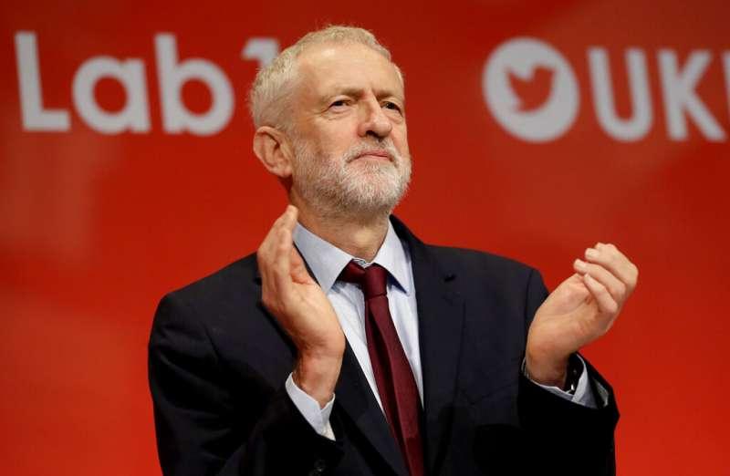 英國最高法院24日裁定,首相強森讓國會休會違法。工黨黨魁柯賓呼籲強森辭職(AP)
