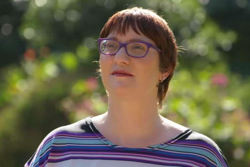 澳洲的珍妮因為長年被父親性侵而產生了2500個人格(圖/截自60 Minutes Australia @Youtube)