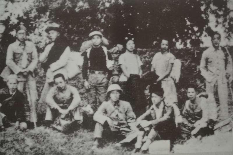 由丘念台組織的東區服務隊,是除李友邦的台灣義勇隊之外,另外一個由台灣人領導參與的抗戰隊伍。可實際上,這支以組訓民眾為宗旨的部隊因為吸收了大量來自延安的左翼幹部,甚至於中共地下黨員加入,實際上已經是東江縱隊的外圍部隊。(作者許劍虹提供)