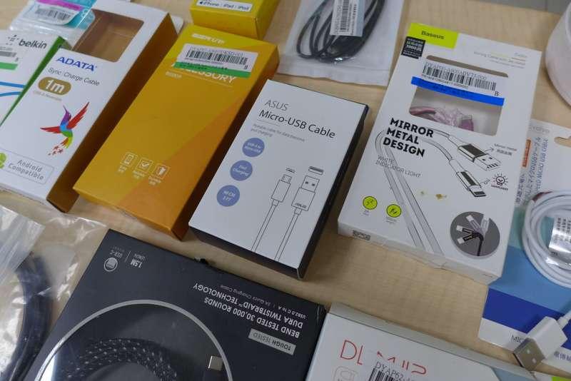 看守台灣調查發現,華碩的充電線材仍含有PVC成分,且經反映後遭已讀不回。(圖/孫文臨攝)