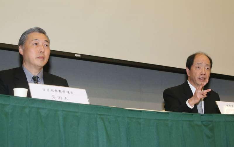 走過偷排廢水事件,日月光營運長吳田玉(左)努力爭取每一年道瓊永續指數評比的佳績。(柯承惠攝)