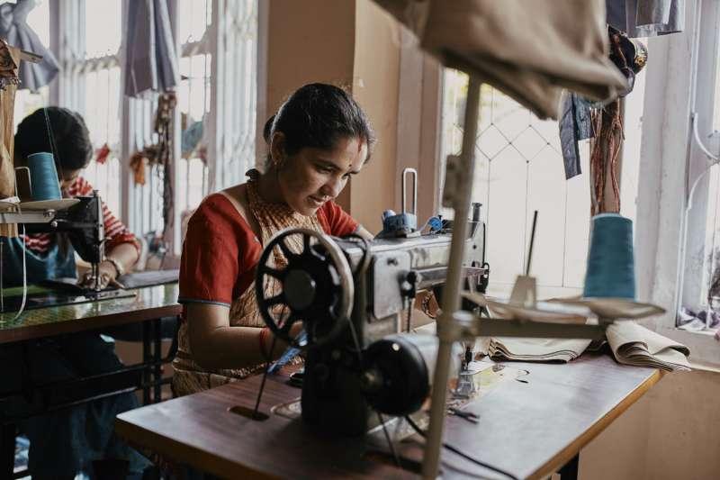 透過工作坊,讓尼泊爾婦女有就業機會。(圖/unsplash)