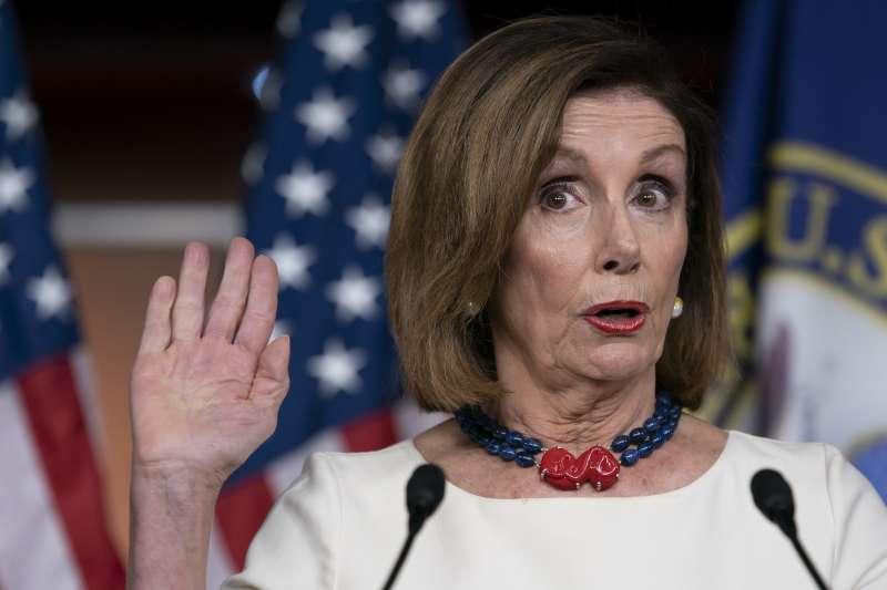 美國民主黨眾議院議長裴洛西,因為「烏克蘭門」事件可能將帶領國會彈劾總統川普。(AP)