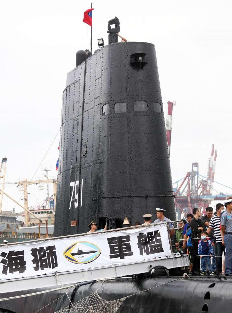 20190928-海軍基隆港營區開放,艦齡超過70年的茄比級「海獅軍艦」成為活動亮點。圖為海獅潛艦高聳的指揮帆罩。(蘇仲泓攝)