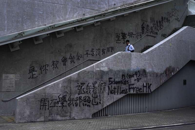 香港「反送中」示威延燒3個多月,台灣人民也愈發憂心,害怕成為中國下一個「一國兩制」的地方。(AP)