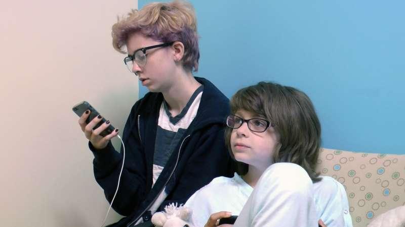 美國紀錄片《小太陽大願望》中的跨性別兄妹「魯卡」和「蓮」。(取自 Little Miss Westie 官網)