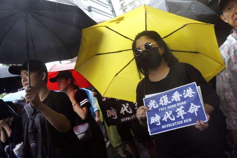 台灣民眾上街力挺香港的反送中抗爭。(美聯社)