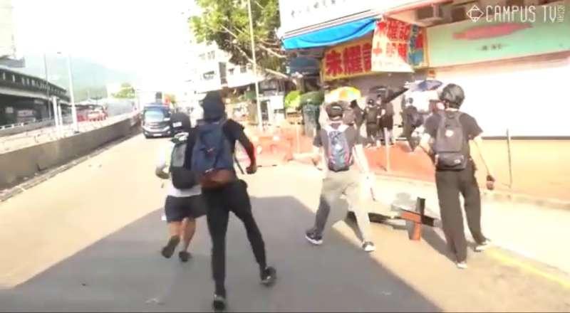 實況截圖分解:警察與示威者相遇(香港城市大學學生會編輯委員會)