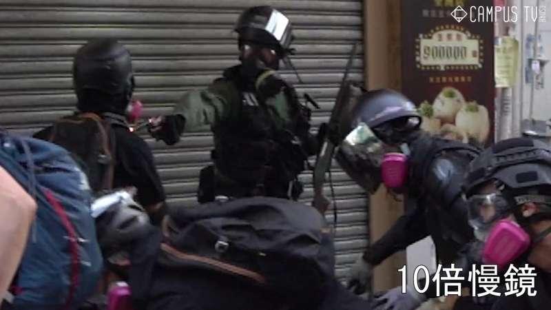 實況截圖分解:警察開槍畫面(香港城市大學學生會編輯委員會)