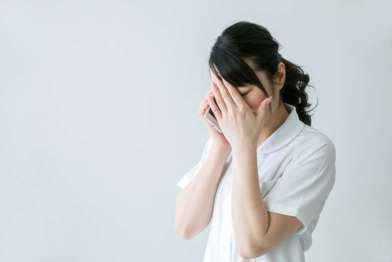 至親的暴力不一定體現在肢體,也可能是言語。(圖/photo-ac)