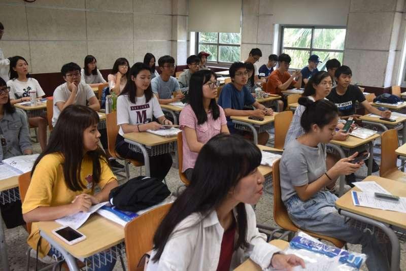 台灣學生多半只將申請中國的大學當成「另一個選擇」。(翻攝自鯤鵬會臉書)