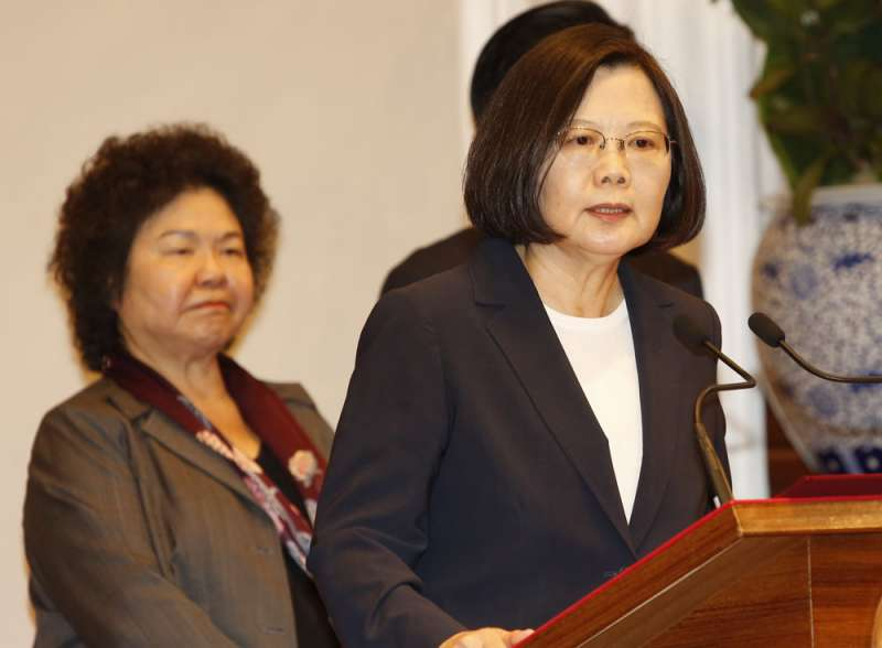 陳菊(左)在蔡英文(右)政府舉足輕重。(郭晉瑋攝)