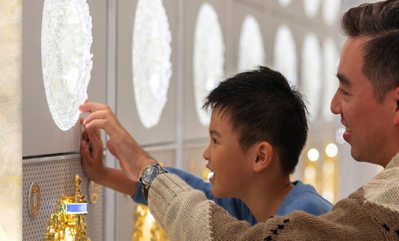 金寶山吉祥廳以匠心獨具,精雕細琢,具備創新性,藝術性,與觸動人心的三項特色,整體呈現令人耳目一新,並以晶透白皙的極樂空間來呈現對生命的禮讚。(圖/金寶山提供)